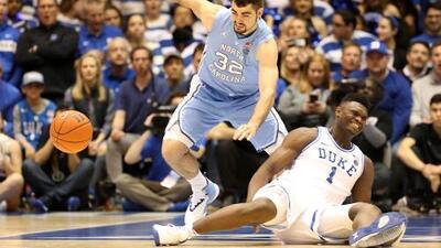 Zion Williamson, estrella de Duke y prospecto NBA, sufre aparatosa lesión
