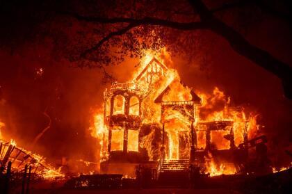 Algunas de las construcciones más emblemáticas en la ruta de los viñedos de Napa y Sonoma fueron consumidas por el fuego, como ocurrió con el hotel Black Rock Inn en la ciudad de Santa Helena.