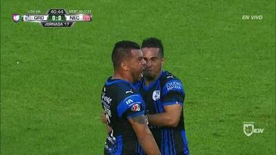 ¡GOOOL! Miguel Samudio anota para Querétaro