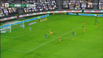 Espectacular chilena de Hugo Ayala salva a Tigres de un posible gol