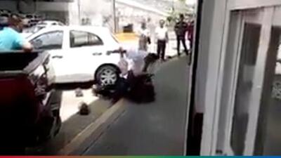 (Video) Por patear un perrito, hombre recibe brutal golpiza de un 'justiciero'