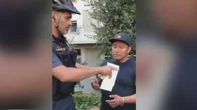 Habla el testigo que grabó al policía de California quitándole el dinero a un vendedor ambulante