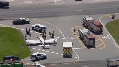 Una pequeña avioneta realiza aterrizaje de emergencia en la avenida Krome de Miami-Dade