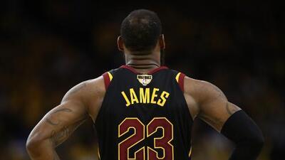 LeBron James tiene 'un pie' en los Philadelphia 76ers este verano
