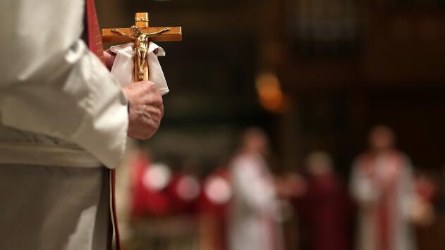 Demandas obligarían a la iglesia católica a pagar millonarias indemnizaciones a víctimas de abuso sexual