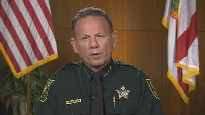El alguacil de Broward dice que no dimitirá ante las críticas por su gestión del tiroteo en Parkland