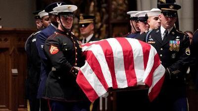 Al menos 12,000 personas rindieron honores al expresidente George H.W. Bush