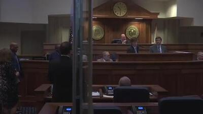 Posponen el voto de una prohibitiva ley de aborto después de una tensa discusión en el Senado de Alabama
