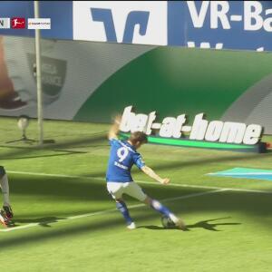 ¡El portero se convierte en héroe! Pavlenka le quita el gol a Benito Raman