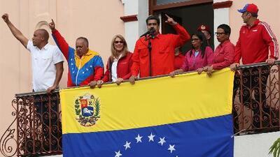 """""""Los cubanos tienen control de Miraflores"""": lo que vio el equipo de Univision Noticias que fue deportado de Venezuela"""