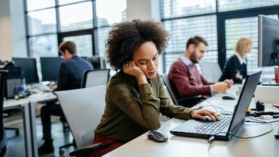 El agotamiento laboral ya es una enfermad reconocida: estos son los síntomas