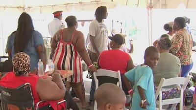 Sobrevivientes al embate de Dorian en Bahamas continúan llegando a los centros de acopio para recibir ayudas