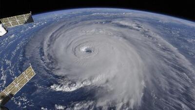 """Huracanes, terremotos y maremotos: ¿por qué parece que el planeta se """"reajusta"""" en otoño?"""