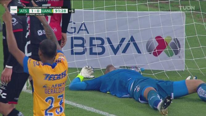 ¡El héroe! Camilo Vargas vuela y evita el gol de Tigres
