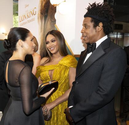 Jay-Z también conversó con Meghan Markle, a quien felicitó por su reciente maternidad.