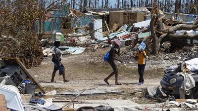 Entre los escombros, sin comida ni agua: localizan a decenas de indocumentados en Bahamas