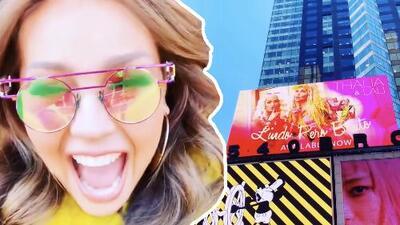 """Thalía desafía el frío """"tan hijo de la fregada"""" para ir a ver el anuncio de su nueva canción en Times Square"""