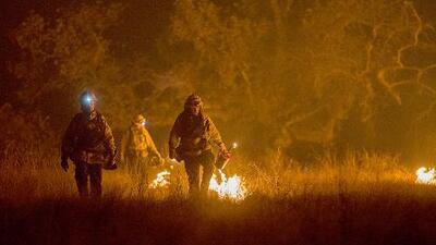 Se desatan nuevos fuegos de maleza en California