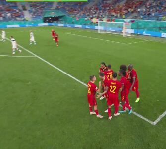 Vermaelen revienta el poste y provoca el autogol de Hrádecký para el 0-1