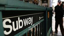 Policía fuera de servicio es apuñalado con unas tijeras en una estación de subway