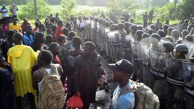 Guardia Nacional de México frena caravana con más de 2,000 migrantes que buscaban llegar a EEUU