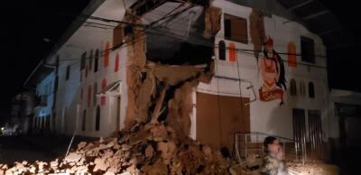 Escuelas, casas e iglesias colapsadas: los efectos del fuerte terremoto de Perú que se sintió hasta en Colombia y Ecuador