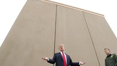 """""""Si no tienes un muro, no tienes país"""", dice Trump en su visita a los prototipos en California"""