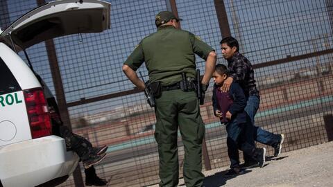 Así recibe la patrulla fronteriza a migrantes que se entregan en la frontera de El Paso