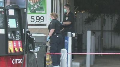 Autoridades buscan a dos sujetos sospechosos de abrir fuego contra un hombre en una gasolinera