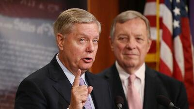 Senadores presentan un proyecto de ley bipartidista que ofrece a los dreamers un camino a la ciudadanía