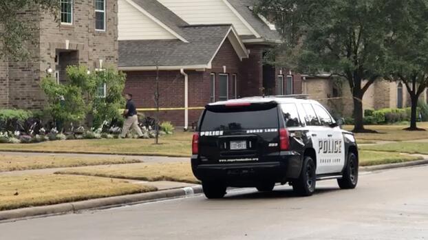 Madre de familia dispara a presunto ladrón que trató de meterse a su casa en Sugar Land