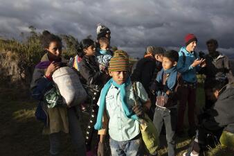 """""""Prefiero trepar todas las montañas que volver a Venezuela"""": ellos huyen sin visa y usan cruces ilegales para entrar a Ecuador"""