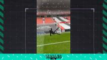 Invasor del United anota un gol de chilena en Old Trafford