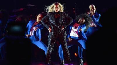 Carlos Santana backtracks on Beyonce slam