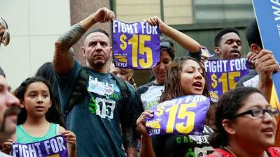 Acuerdo para subir el salario mínimo a 15 dólares en California