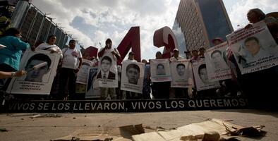Ordenan decenas de arrestos en un nuevo giro en el caso de los 43 estudiantes de Ayotzinapa