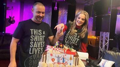 Con todo y pastel, La Chula y La Bestia celebraron su primer año al aire