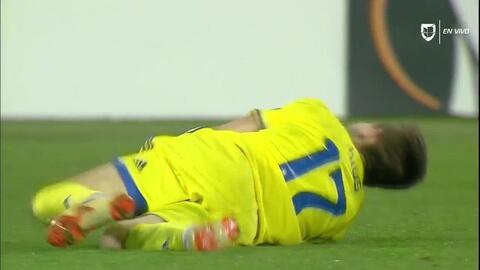 Tarjeta amarilla. El árbitro amonesta a Vieirinha de PAOK Salonika