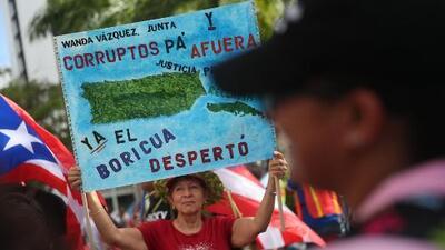 """""""Él no renunció, el pueblo lo sacó"""", puertorriqueños desde Carolina del Norte"""