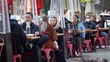 ¿Por qué los restaurantes en Chicago tienen un reto grande al tratar de contratar empleados?