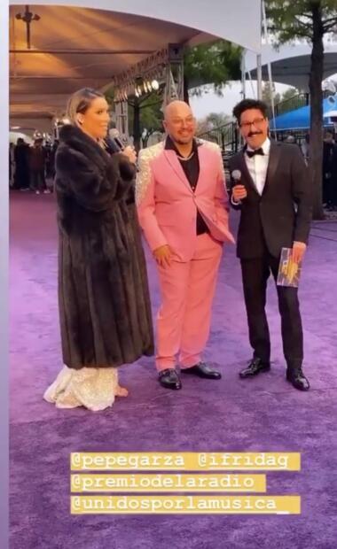 Frida Sofía también estuvo en la gala y se encargó de algunas entrevistas en la alfombra morada.