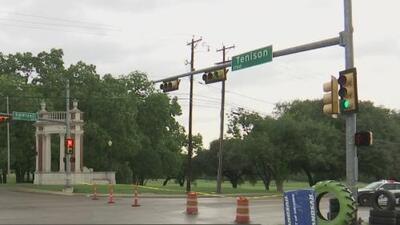El descarrilamiento de un tren en Dallas causa el cierre prolongado de una vía que preocupa a los comerciantes