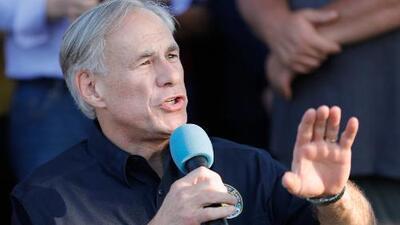 """""""Necesitamos hacer más que solo rezar"""": Gobernador de Texas tras el tiroteo en escuela Santa Fe"""