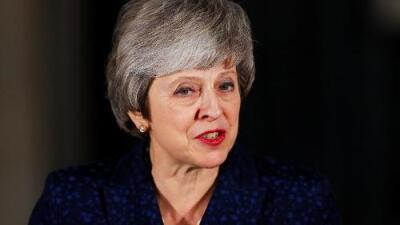 Theresa May sobrevive al obtener los votos necesarios para quedarse en el poder