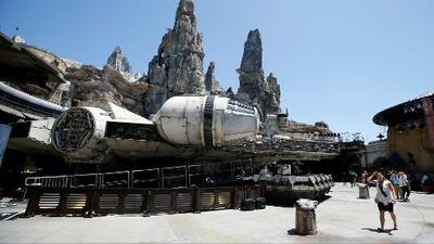 El parque temático 'Star Wars: Galaxy's Edge' abre sus puertas en Disneyland California