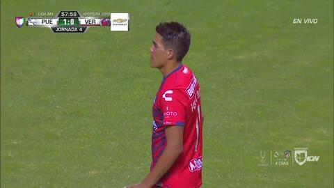 ¡CERCA!. José Hibert Ruiz disparó que se estrella en el poste.