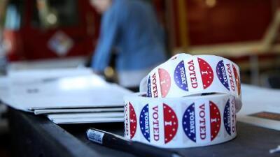 """""""Mi hijo es residente y votó en 2016, ¿puede hacerse ciudadano?"""": respondemos tus preguntas de inmigración"""