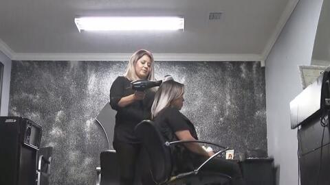 Polémica por propuesta de ley que busca eliminar las licencias y certificaciones de cosmetólogos y barberos en Texas