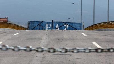 Régimen de Maduro ordena cerrar la frontera con Colombia, pero ante la presión abre una posibilidad para ingreso de alimentos