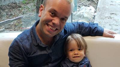 Así ha crecido el hijo de Carlitos 'El Productor': el pequeño Sebastián da su primer paso rumbo a la escuela